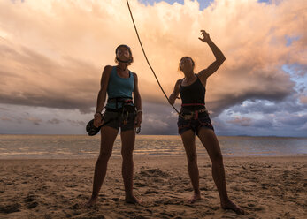 Thailand, Krabi, Lao Liang island, two female climbers discussing on the beach - ALRF01193