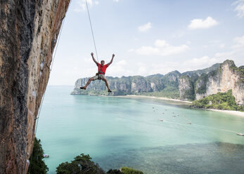 Thailand, Krabi, Thaiwand wall, climber abseiling from rock wall above the sea - ALRF01202