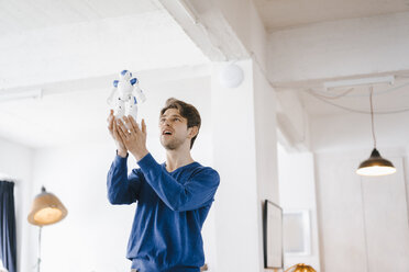 Man holding robot - KNSF03867