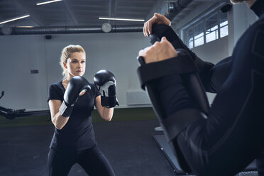 Woman practicing boxing at gym - BSZF00359