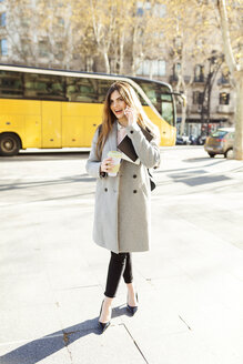 Spain, Barcelona, young businesswoman on the phone - VABF01564