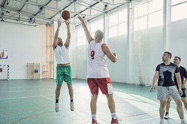 Men playing basketball, indoor - ZEDF01352