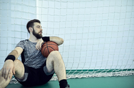 Man with basketball during break, indoor - ZEDF01385