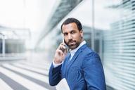 Businessman using smartphone - DIGF04183