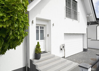 Germany, Cologne, entrance of white new built one-family house - PDF01628
