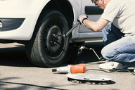 Man changing car tire - MAEF12574