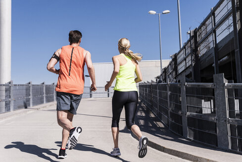Fit couple jogging in the city - UUF13582