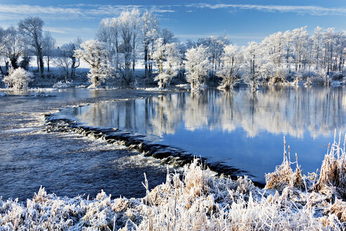 River shannon in winter, worrels end, castleconnell, county limerick, ireland - ISF00803