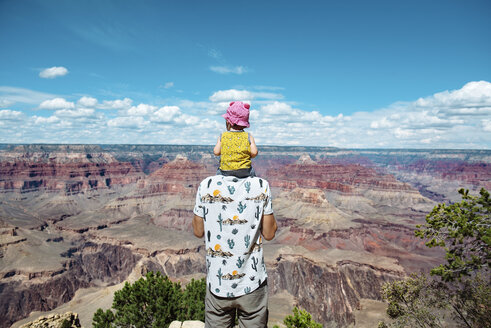 USA, Arizona, Grand Canyon National Park, father and baby girl enjoying the view - GEMF01948