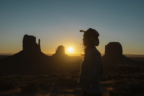 USA, Utah, Woman enjoying sunrise in Monument Valley - GEMF01951