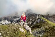Austria, Salzburg State, Filzmoos, Female hiker looking at view - HHF05542