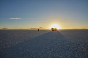 Woman exploring salt flats, recreational vehicle in background, Salar de Uyuni, Uyuni, Oruro, Bolivia, South America - CUF02612