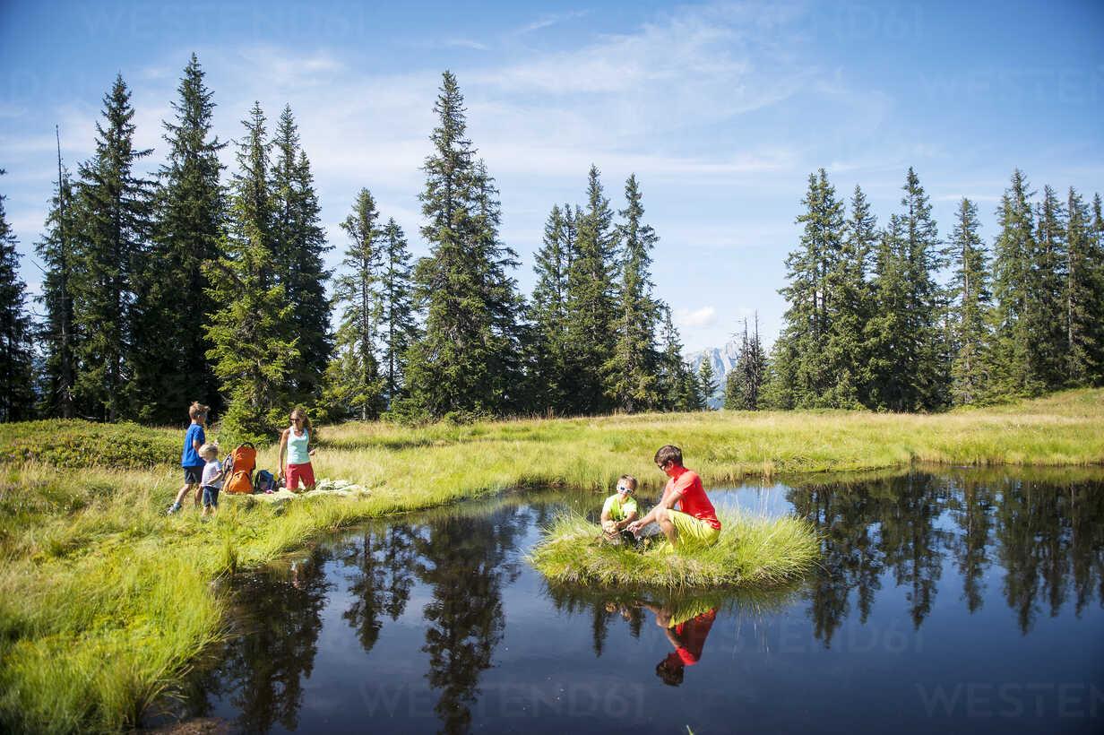Austria, Salzburg State, Untertauern, family resting on a lake - HHF05562 - Hans Huber/Westend61