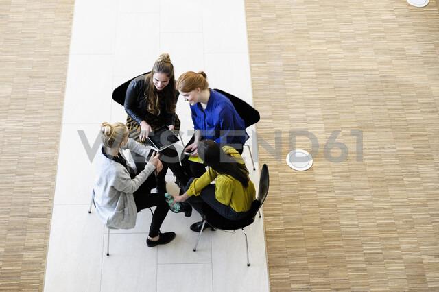 Colleagues having meeting using digital tablet - CUF02808 - suedhang/Westend61