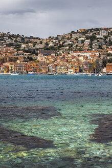 France, French Riviera, Cote d'Azur, Villefranche sur Mer, bay of Mediterranean Sea - ABOF00347