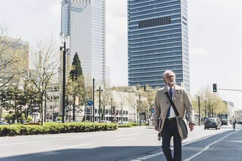 Mature businessman in the city on the go - UUF13691