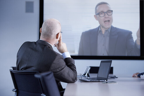 Businessman watching office conference call - CUF06558