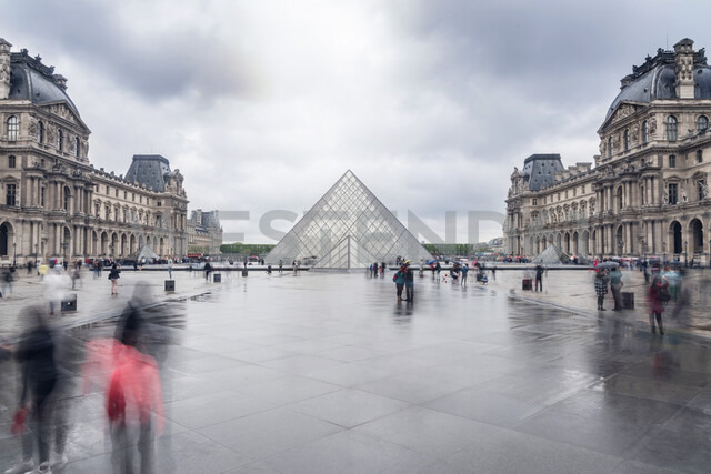 France, Paris, courtyard of Louvre with glas pyramide - CHP00461