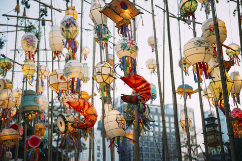 South Korea, Seoul, Lanterns lit up in the Buddhist temple of Jogyesa - GEMF01985
