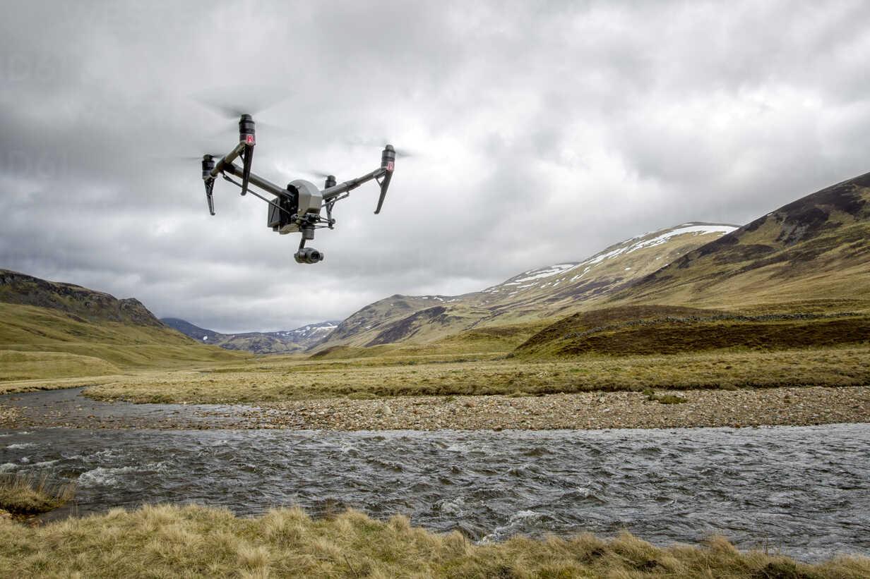 United Kingdom, Scottland, drone flying over river - MJOF01501 - Mark Johnson/Westend61