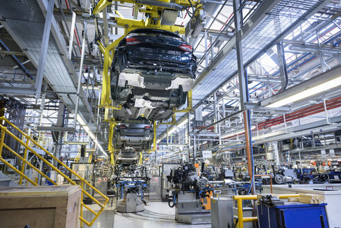 Car engines and body in car factory - CUF07380