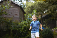 Boy running in garden - CUF07679