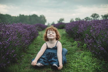 Toddler between rows of lavender, Campbellcroft, Canada - CUF07706