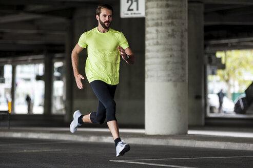 Man running on a street - DIGF04262