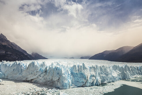 View of Perito Moreno Glacier and mountains in Los Glaciares National Park, Patagonia, Chile - CUF08017