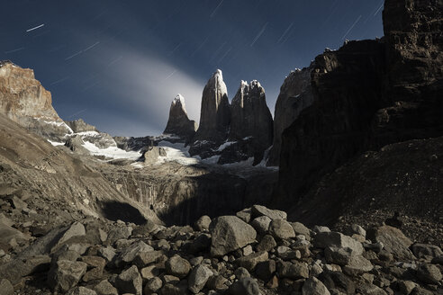 Chile, Patagonie, Nationalpark Torres del Paine at night - CVF00527