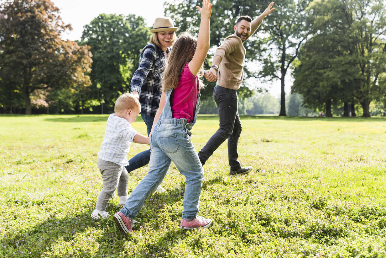 Active happy family in a park - UUF13771 - Uwe Umstätter/Westend61