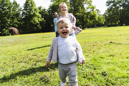 Happy boy with family in a park - UUF13810