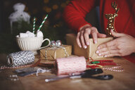 Woman wrapping christmas gift - CUF09633
