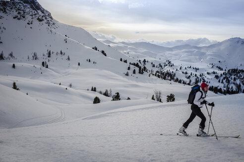 Austria, Salzburg State, Grossarl, Filzmooshoerndl, female ski tourer - HAMF00294