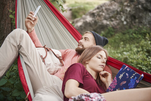 Couple relaxing in hammock, Krakow, Malopolskie, Poland, Europe - CUF10482