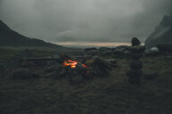 Norway, Lofoten, Moskenesoy, Camp fire at Bunes Beach - GUSF00778