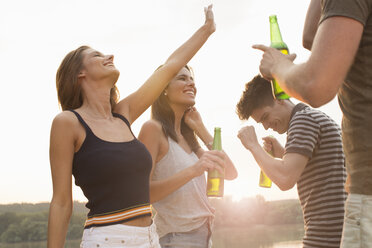 Group of friends drinking, enjoying beach party - ISF02286