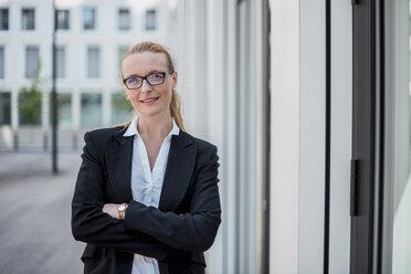 Portrait of smiling businesswoman - DIGF04492