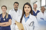 Portrait of male and female doctors - ISF02808