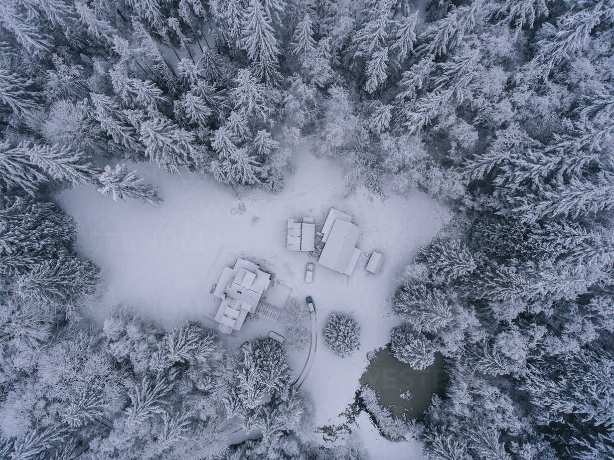 Rural snow covered landscape, overhead view - ISF04009 - Pete Saloutos/Westend61