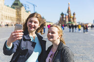Russia, Moscow, Two teenage girls taking a selfie on the Red Square in the city - WPEF00327