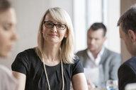 Businessmen and businesswomen working - ISF05007