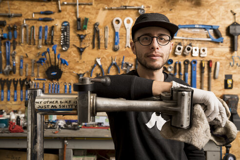 Technician in bicycle workshop - ISF05586