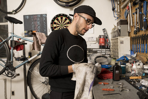Technician in bicycle workshop - ISF05589