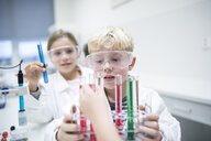 Pupils experimenting with test tubes in science class - WESTF24125