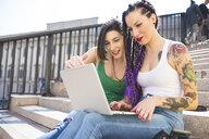 Women on city break using laptop, Milan, Italy - ISF05999