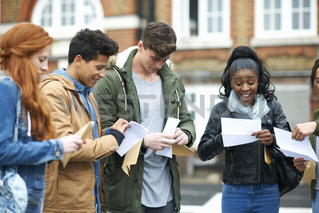 Young adult college students reading exam results on campus - CUF13993 - Peter Muller/Westend61