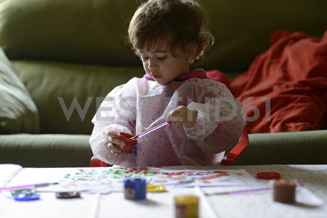 Little girl painting at home - JSMF00202