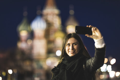 Russia, Moscow, young woman taking a selfie at Red Square with St Basil's cathedral in background - WPEF00345