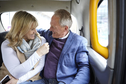 Mature dating couple en route in black cab backseat - CUF17076